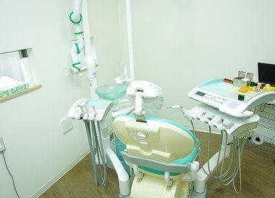 診療台です。少しでもリラックスしていただけるよう、丁寧な診療を心がけております。